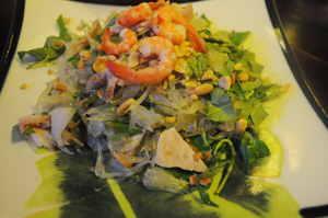 ベトナム料理(ザボンと海老、豚のサラダ)