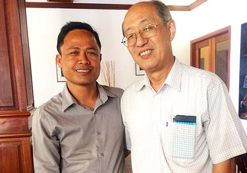 手束耕治先生とカンボジア教育局ネイ氏