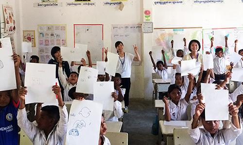 カンボジアの小学校の子どもたち