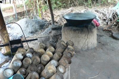 カンボジア・ヤシ砂糖作り
