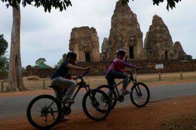 カンボジアの遺跡をサイクリング