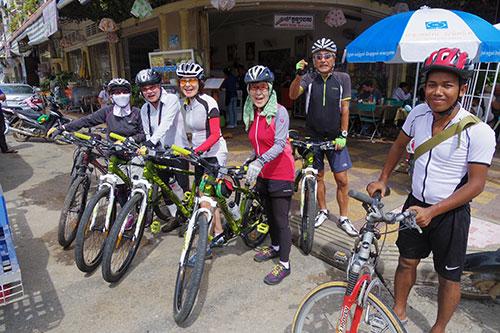 カンボジア・サイクリングツアー2014 アンコール遺跡&田舎道を走る 2日目 プノン・サンパウ1