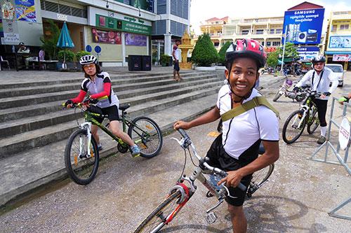 カンボジア・サイクリングツアー2014 アンコール遺跡&田舎道を走る 2日目 プノン・サンパウ3