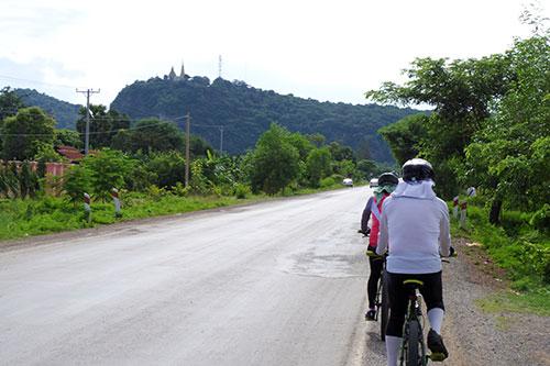 カンボジア・サイクリングツアー2014 アンコール遺跡&田舎道を走る 2日目 プノン・サンパウ4