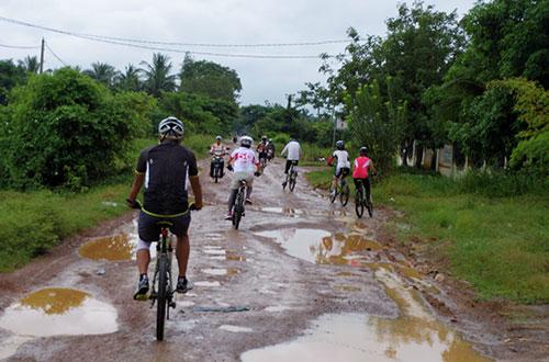 カンボジア・サイクリングツアー2014 アンコール遺跡&田舎道を走る 3日目 バンブートレイン2
