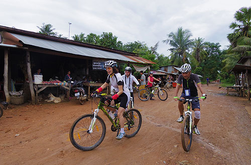 カンボジア・サイクリングツアー2014 アンコール遺跡&田舎道を走る 3日目 バンブートレイン7