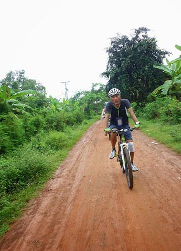 カンボジア・サイクリングツアー2014 アンコール遺跡&田舎道を走る 3日目 バンブートレイン8