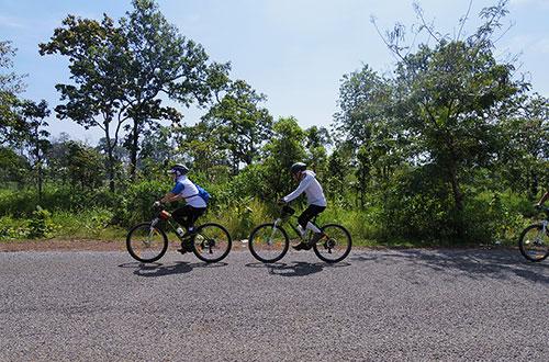 カンボジア・サイクリングツアー2014 アンコール遺跡&田舎道を走る 4日目 コーケー遺跡群5
