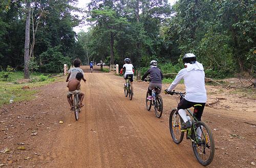 カンボジア・サイクリングツアー2014 アンコール遺跡&田舎道を走る 4日目 コーケー遺跡群15